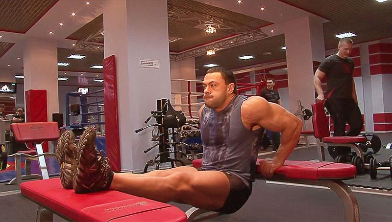 otzhimaniya-ot-skami-na-triceps