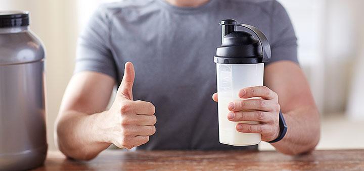 Прием протеиновых коктейлей и витаминно-минеральных комплексов