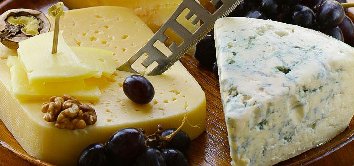 Сыр, орехи, виноград